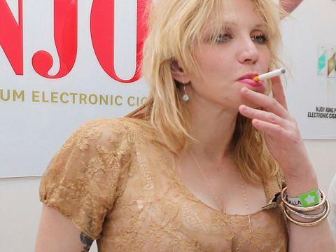 Courtney Love: problemi con il coautore, rimandata sine die l'autobiografia