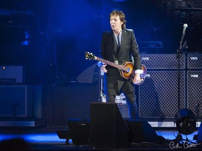 """Paul McCartney, basta autografi: """"Mi è sempre sembrata una cosa un po' strana"""""""