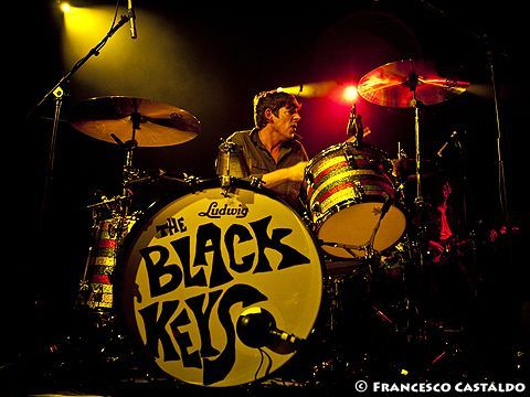 Anche Patrick Carney (Black Keys) contro gli U2: 'Con Apple svalutano la musica'