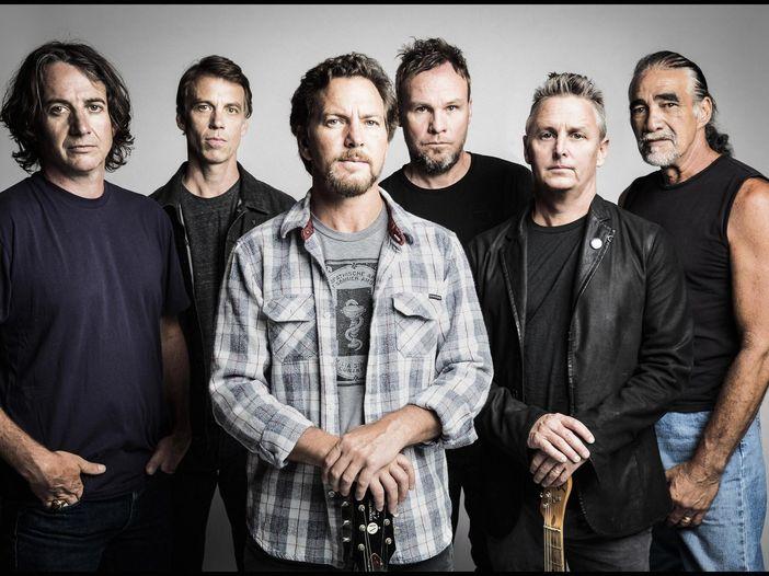 Classifiche, Billboard album chart: 'Lightning bolt' dei Pearl Jam numero 1