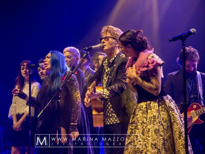 Tutti sul palco con Ron per il concerto-evento a Milano – RECENSIONE