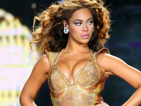 Beyoncé shares live video for 'Flawless' remix featuring Nicki Minaj