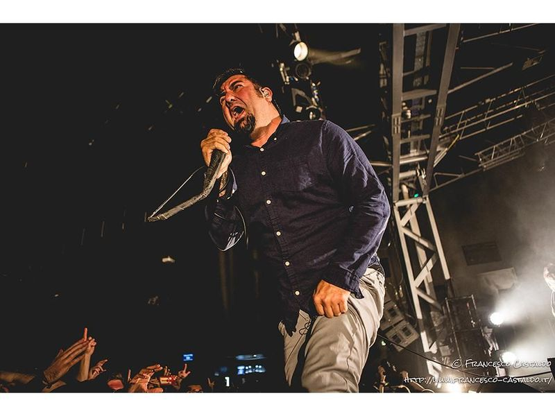 "Deftones, ascolta il remix di ""Teenager"" curato da Robert Smith dei Cure"