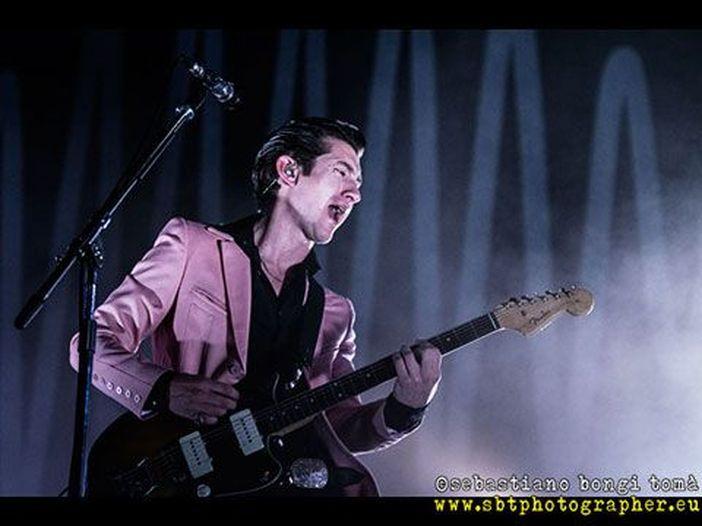 Arctic Monkeys, per il tour 2018 tolleranza zero verso il bagarinaggio (ma solo il UK)