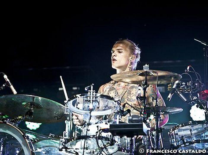 Placebo, il batterista Steve Forrest lascia il gruppo: proseguirà come solista