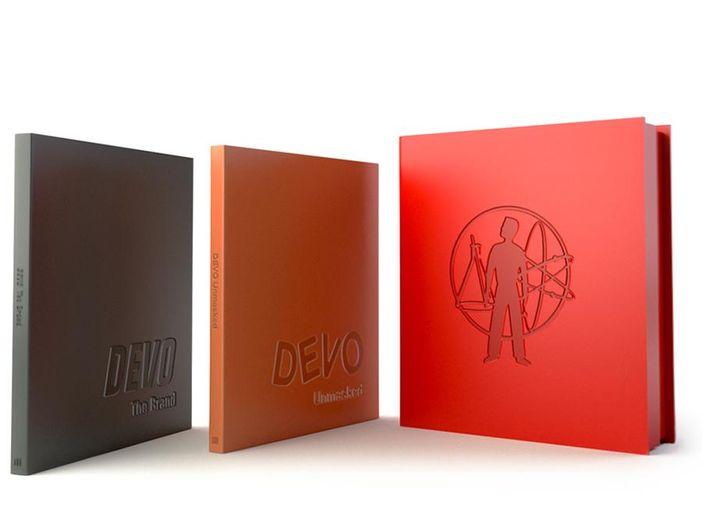 Devo: in arrivo un box di due libri che racconta la storia della band – FOTO