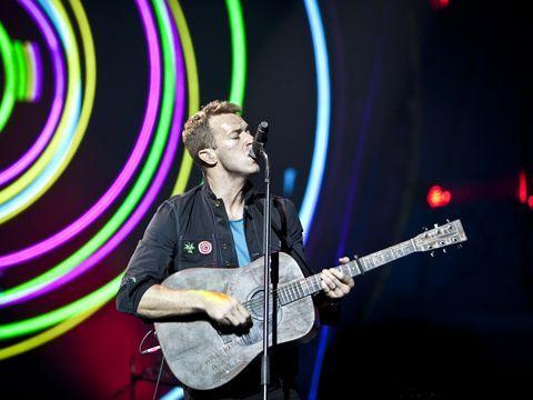 Iniziata la caccia ai testi dei Coldplay nelle biblioteche. I tweet dall'Italia