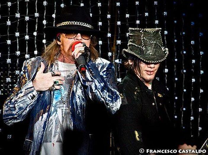 Guns N' Roses: appare online il nuovo brano 'Going Down' - ascolta
