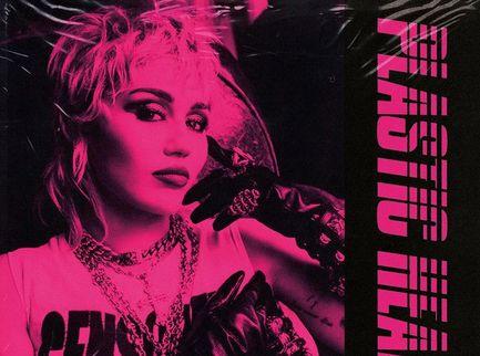 Calma, rockettari: Miley Cyrus si sta solo divertendo - Voto 7,5/10