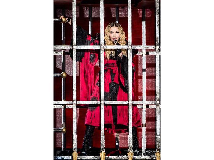Madonna si spoglia su Instagram: 'Nuda contro l'ipocrisia dei social media' - FOTO