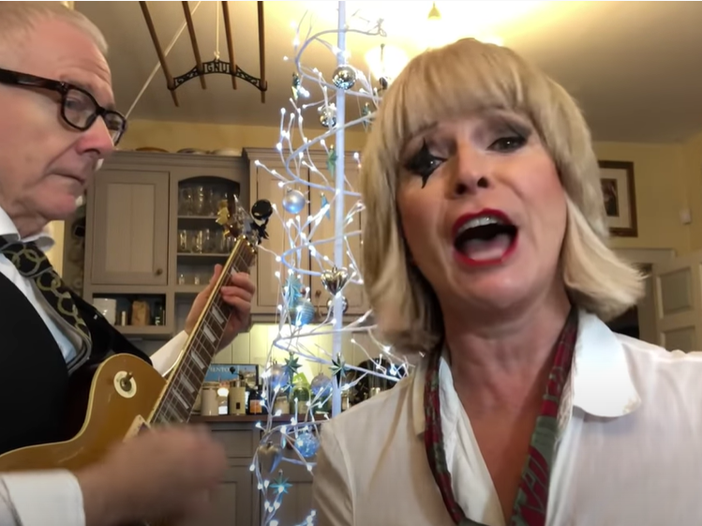 "Toyah e Robert Fripp, eccoli in ""Breaking the law"" dei Judas Priest"
