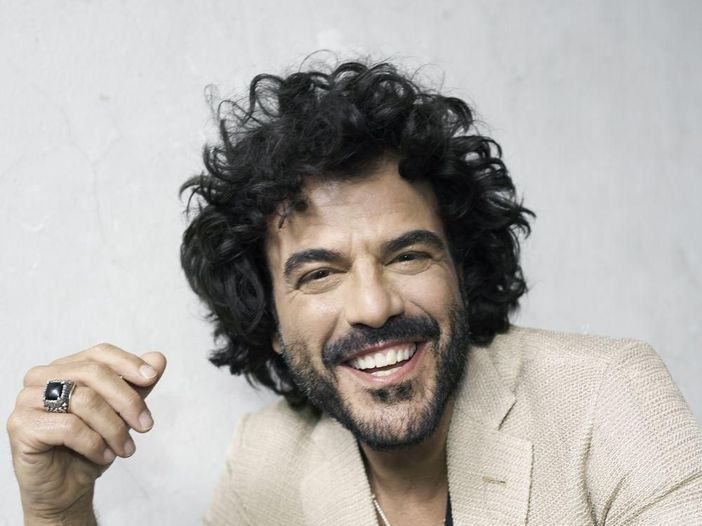 Francesco Renga, l'intervista video (in mutande?)