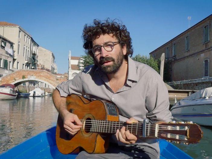 Indiemood sessions: Marco Sforza dal vivo nei canali di Venezia