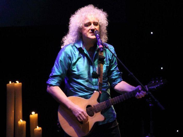 """Brian May aggiorna i fans sui suoi problemi di salute: """"La prendo con calma, ma sto sempre meglio"""""""