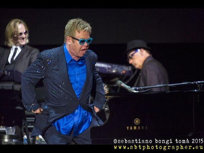 Elton John, il nuovo album 'Wonderful crazy night' esce il 5 febbraio: ascolta il primo singolo 'Looking up' - TRACKLIST / AUDIO