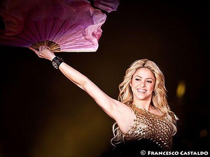 Concerti, Shakira: posticipata al 2018 la data del 3 dicembre a Milano