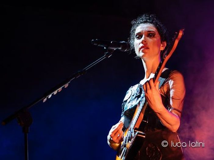 "St. Vincent interpreta ""All you need is love"" dei Beatles per una pubblicità - VIDEO"