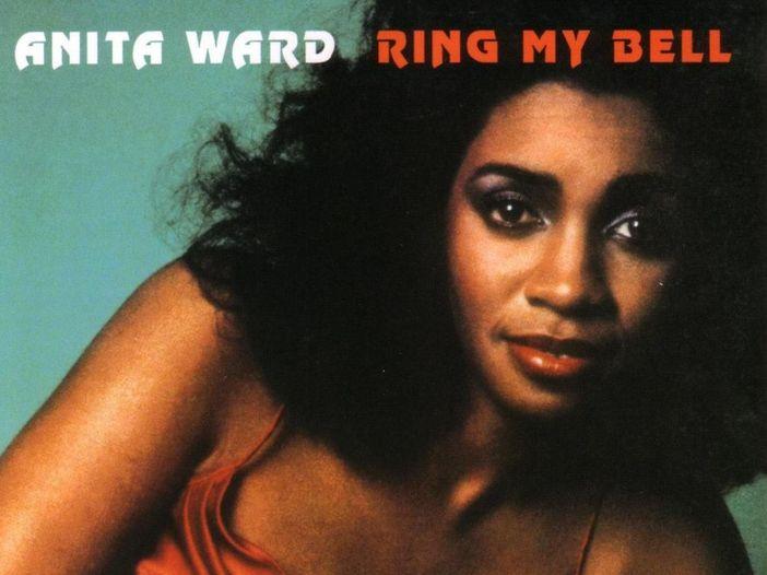"Chi è Anita Ward, l'interprete di ""Ring my bell"""