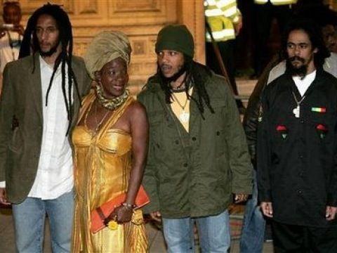 Nel 1966 Marley sposa Alpharita Costancia Anderson, conosciuta di seguito come Rita, che gli darà tre dei suoi tredici figli: Ziggy, Stephen e Damian