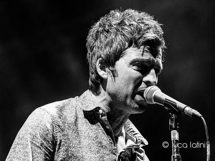 """Noel Gallagher a tutto campo: Brexit, politici e """"il 99% della gente ha un cervello di gallina"""""""