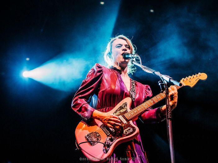 Carmen Consoli in concerto all'Arena di Verona, tra gli ospiti anche Elisa e Irene Grandi