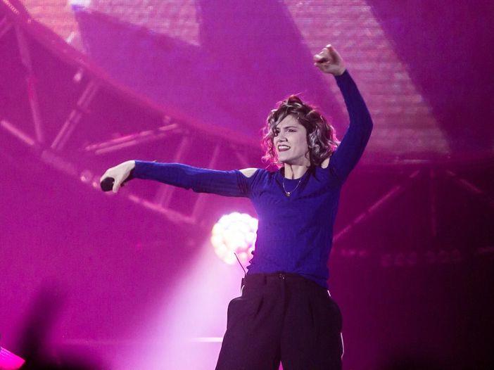 Elisa, concerto interrotto a Torino: spray al peperoncino tra il pubblico