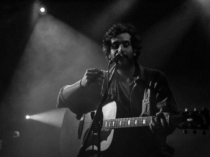 Tommaso Paradiso: l'ex produttore dei Thegiornalisti con lui nel nuovo singolo