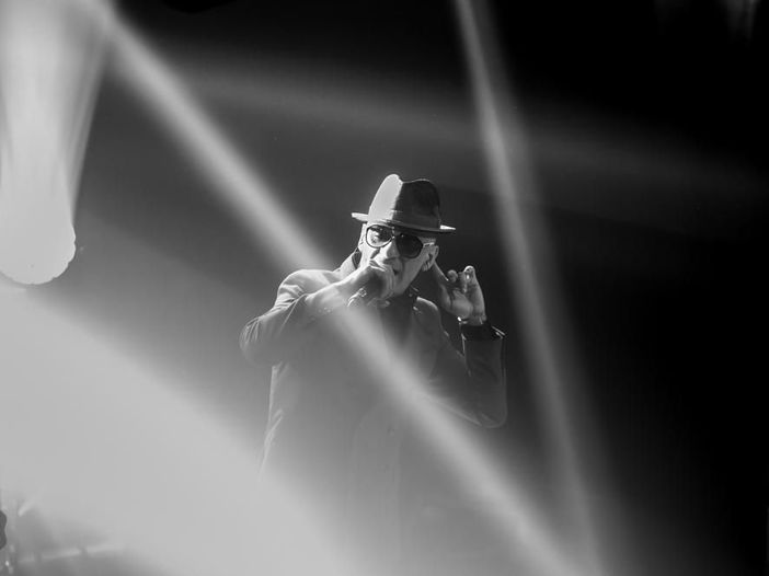 J-Ax inaugura la residency celebrativa al Fabrique di Milano: la scaletta del concerto del 15 ottobre