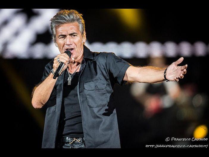 Ligabue: 'Nel mio nuovo libro anche geni della chitarra, Sanremo e talent show. Entro la fine dell'anno ancora live. E forse un nuovo album...' - VIDEO