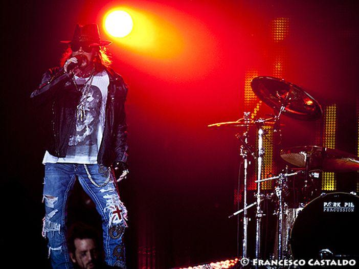 """I Guns N' Roses ricordano Chris Cornell con una cover di """"Black Hole Sun"""" - VIDEO"""