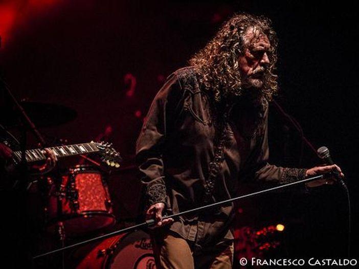 Robert Plant, Dave Grohl, Neil Young e tutti gli altri: gli artisti cercano di salvare la musica dal vivo