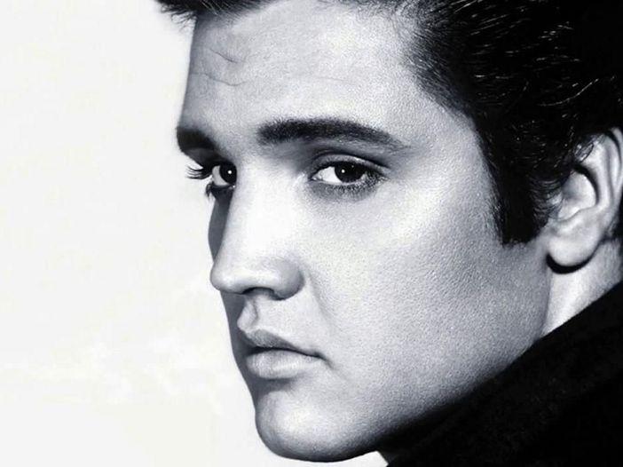 Elvis Presley, ascolta il duetto con la figlia Lisa Marie su 'Where No One Stands Alone' - VIDEO