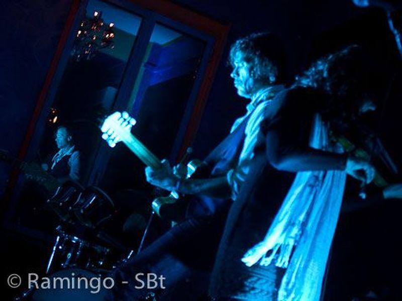 2 Novembre 2010 - Tago Mago - Marina di Massa (Ms) - Hugo Race in concerto