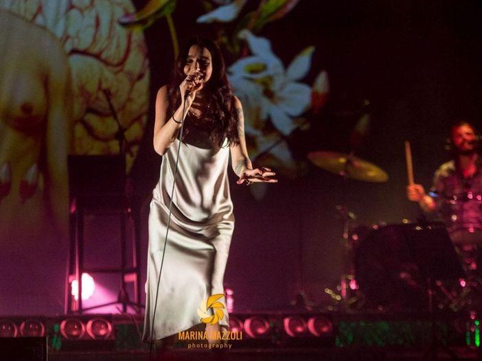 Levante nel teatro delle meraviglie: la recensione del concerto a Roma