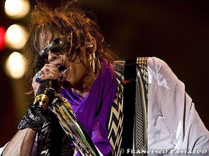 Operazione chirurgica d'urgenza per Steven Tyler degli Aerosmith
