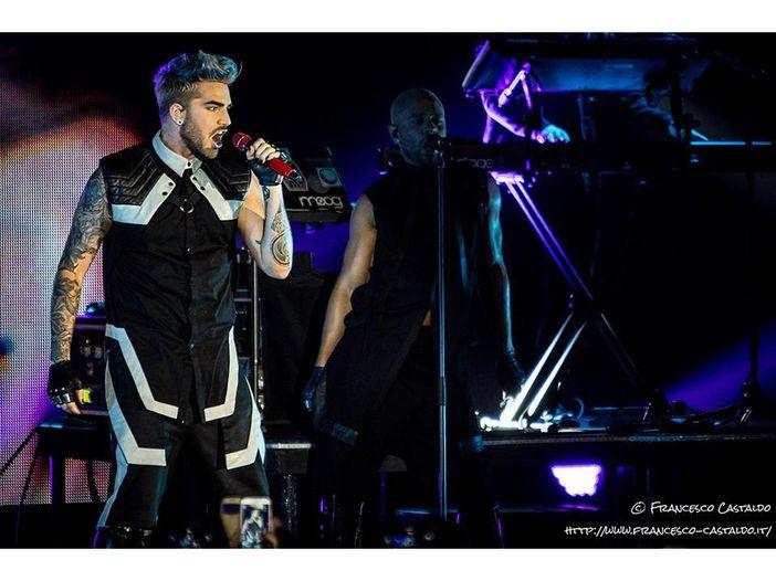 Adam Lambert: guarda il video live di 'Closer to you'