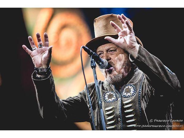 Zucchero & Friends: mi ricordo Eric Clapton, Miles Davis, Luciano Pavarotti e Bono