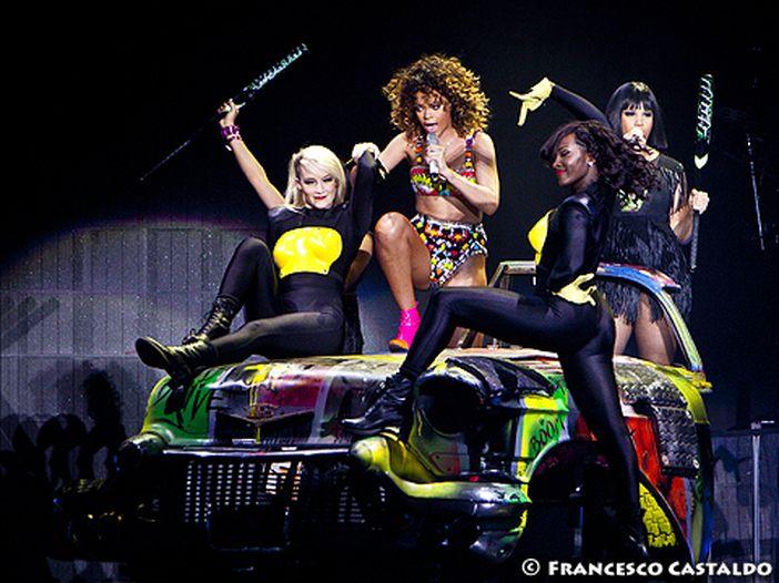 Rihanna, Timbaland e My Chemical Romance: magliette contro l'Aids per H&M