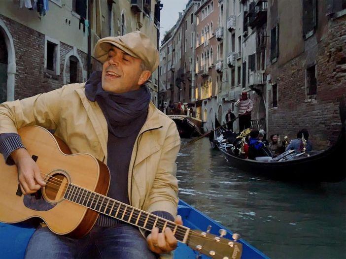Indiemood sessions: Dado Bargioni nei canali di Venezia - VIDEO