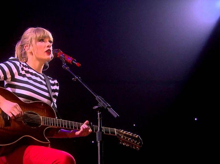 Taylor Swift: parte il 'Reputation' tour, prime ospiti Charli XCX e Camila Cabello - VIDEO