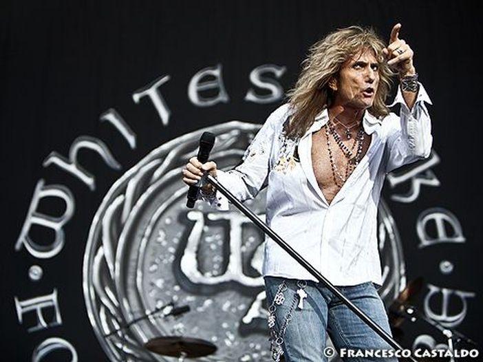 Concerti, gli Whitesnake cantano i Deep Purple: a novembre l'unica data italiana