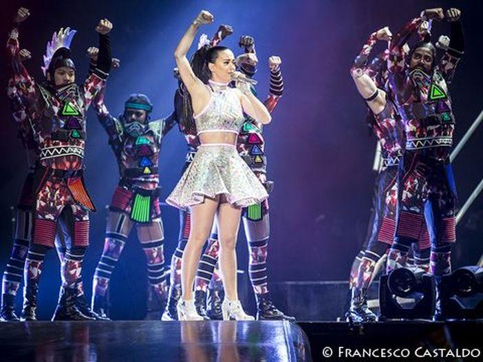 Katy Perry in copertina sul nuovo numero di Cosmopolitan - FOTO