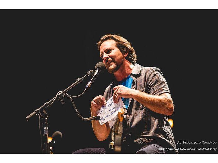 Eddie Vedder canta 'Hurt' dei Nine Inch Nails durante un suo concerto - VIDEO