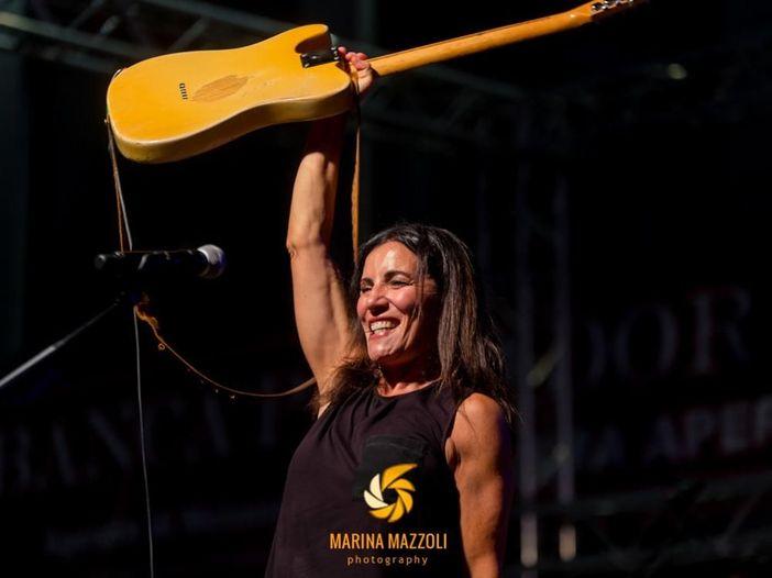 """Paola Turci: il nuovo singolo è """"Viva da morire"""" - ASCOLTA"""
