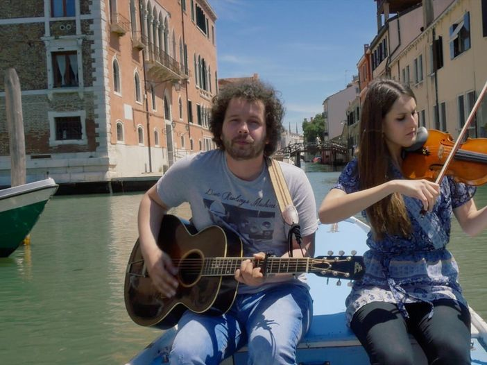 Indiemood sessions: Daniel Vezoja nei canali di Venezia - VIDEO