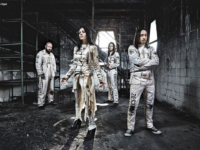 Cristina dei Lacuna Coil al festival britannico Download con gli Apocalyptica