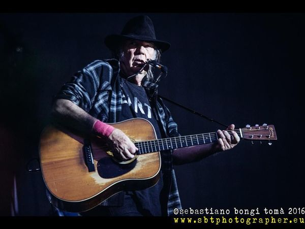 Neil Young al Desert Trip Festival, ecologia e politica in primo piano con la musica. SCALETTA