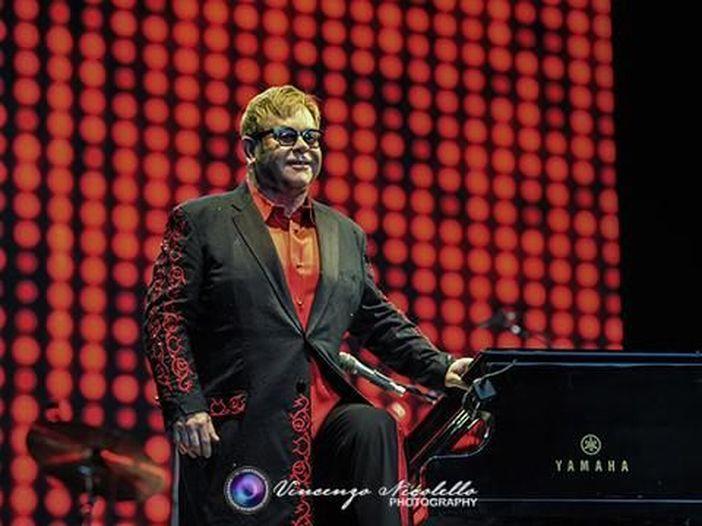 """Elton John scriverà le musiche per la versione di """"Il diavolo veste Prada"""" di Broadway"""