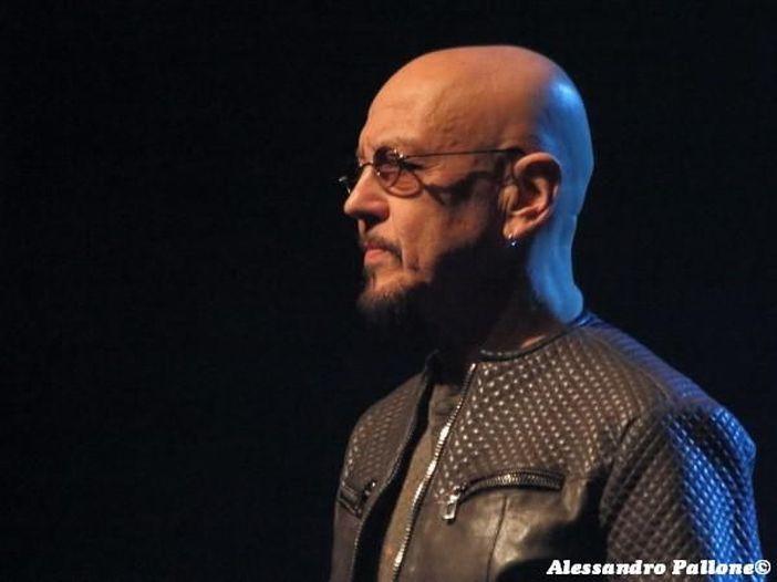 Enrico Ruggeri, stop ai concerti per motivi di salute: 'Dispiaciuto e preoccupato'