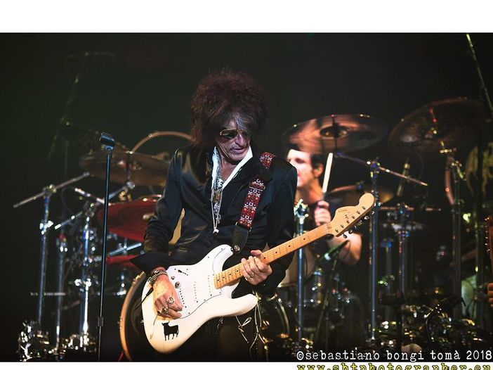 Alice Cooper, Johnny Depp, Dave Grohl, Brian Johnson, Paul McCartney e Slash nel disco degli Hollywood Vampires -TRACKLIST